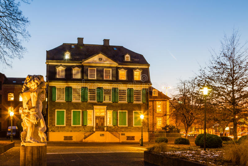 Engels hus i Wuppertal-bartendrar royaltyfria bilder