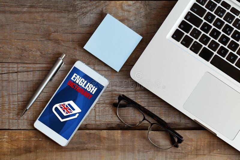 Engels woordenboek app in een mobiele telefoon royalty-vrije stock afbeelding