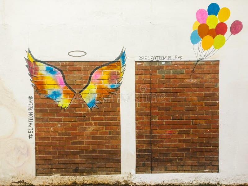 Engelsballon Straßenkunst stockbild