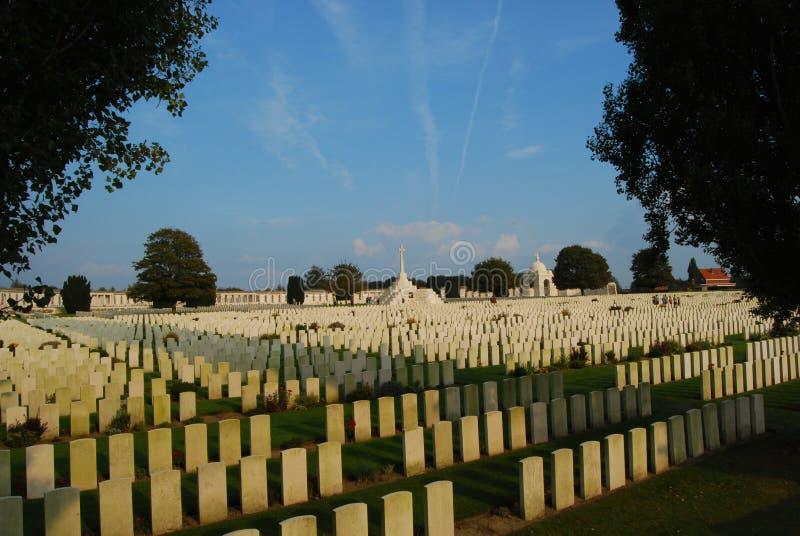 Engelse graven bij Tynecote-begraafplaats, België stock afbeelding