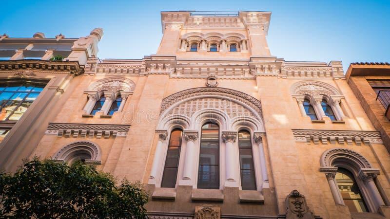 Engelse oude universiteit in Barrio DE Las Letras, Madrid van de binnenstad, Spanje stock foto's