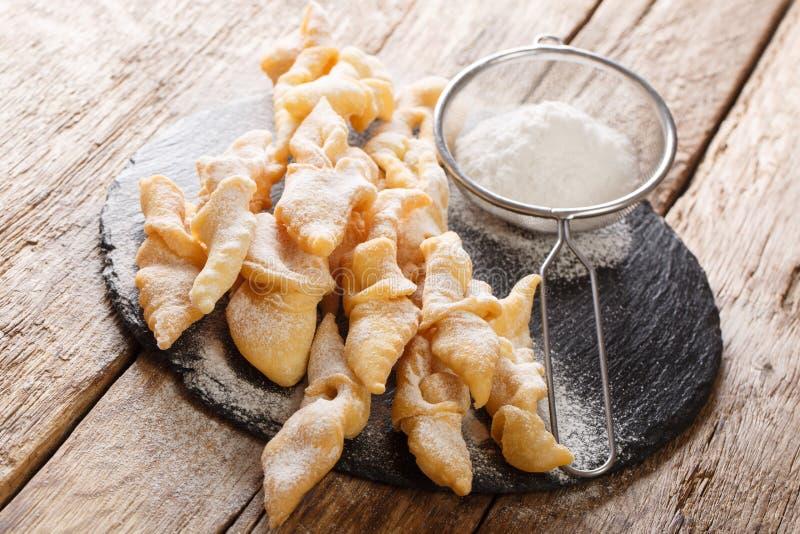 Engelsflügel Faworki, Kuchen frittierten im Öl, um fette Donnerstags-Nahaufnahme zu feiern horizontal lizenzfreies stockbild