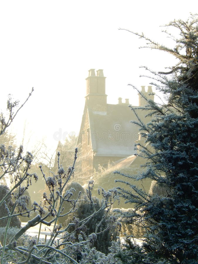 Engelsk mangårdsbyggnad, när första frost kommer royaltyfri foto
