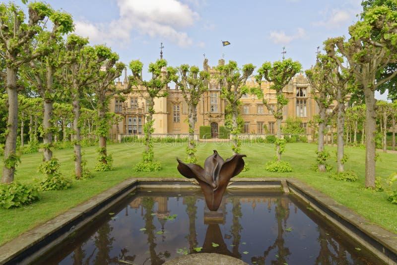 Engelsk trädgård, knebworthhus, England beskurit arkivbilder