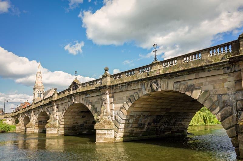 Engelska överbryggar i Shrewsbury, England royaltyfri bild