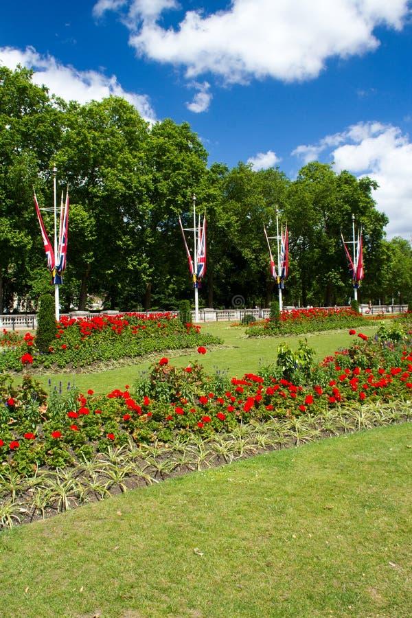 Engelskagräsplan parkerar royaltyfri fotografi
