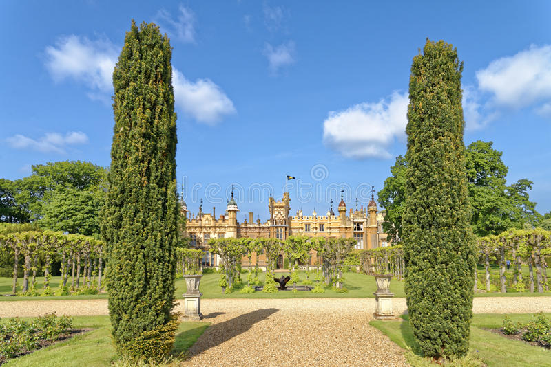 Engelskaträdgård, knebworth, England royaltyfria foton