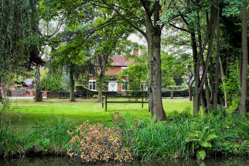 Engelskt landshus royaltyfri fotografi