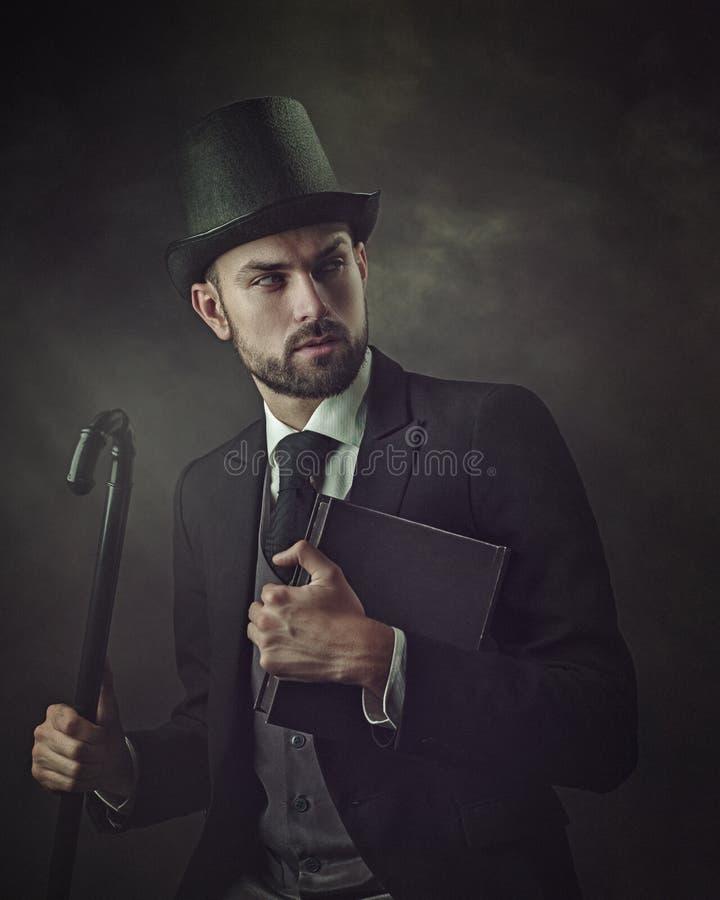 Engelsman och gentleman Retro utformad manlig stående arkivfoto