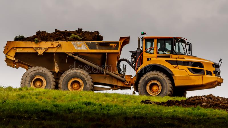 Engin de terrassement jaune géant photo stock