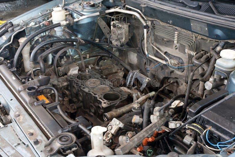 Engine de véhicule cassée images libres de droits