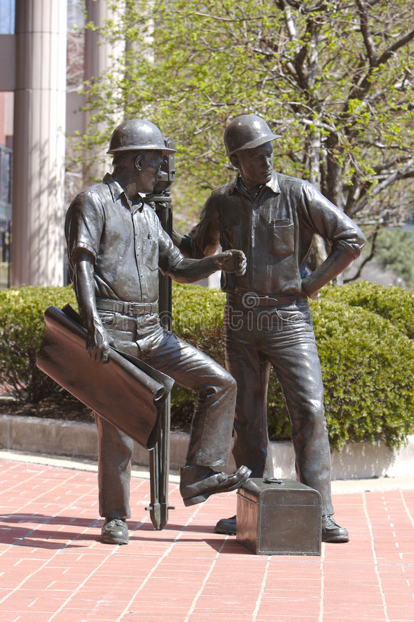Free Engineer And Builder Statue Royalty Free Stock Photo - 665475