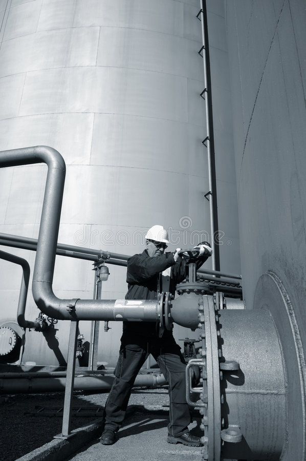 Download Engineer And Fuel Tank Storage And Pipeline Stock Image - Image: 4875543