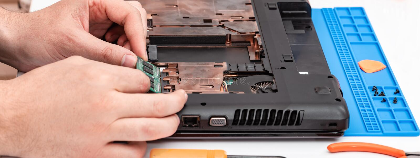 Engineer makes dismantling of RAM for disassembling and repairing a laptop royalty free stock images
