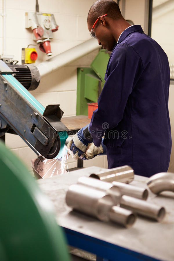 Free Engineer Using Grinding Machine In Factory Stock Photos - 34159403
