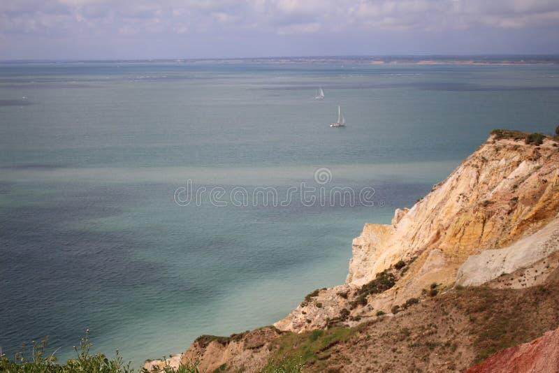 England ö av ljus, landskapet, havet, vaggar, det fantastiska stället arkivfoton