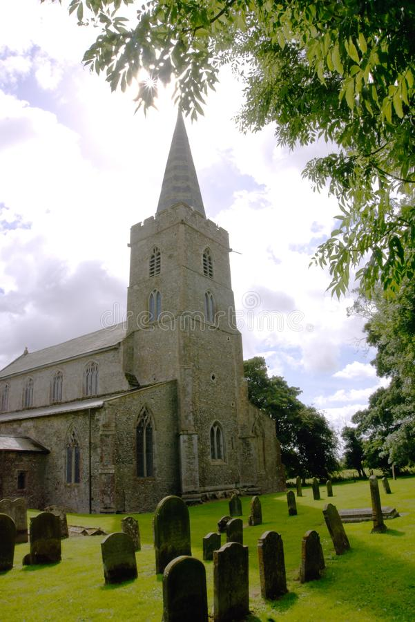 Download Englische medievil Kirche redaktionelles stockfotografie. Bild von kirchen - 96931327