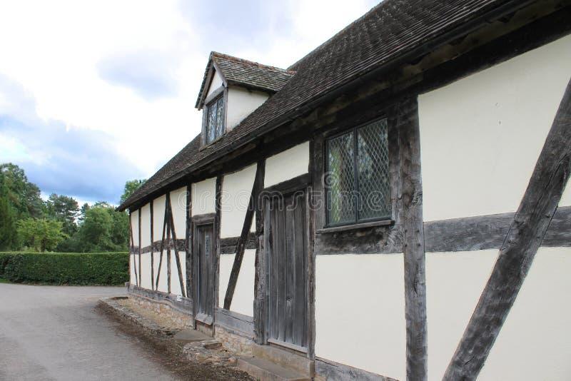 Englische mittelalterliche Fachwerk- Kirchenhalle und Alehaus lizenzfreies stockbild