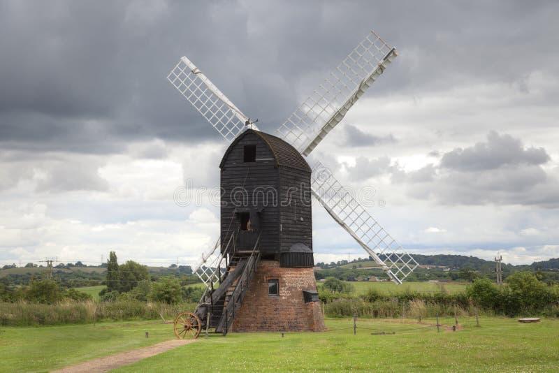 Englische Windmühle lizenzfreies stockbild