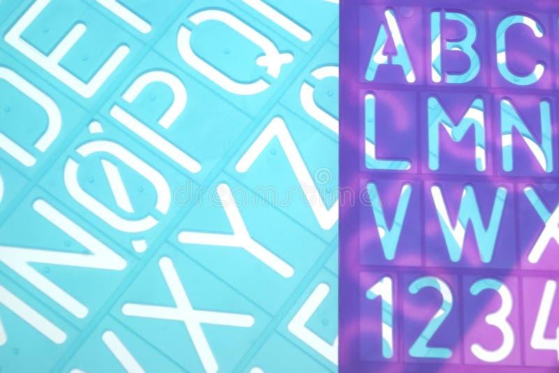 Englischer Buchstabe-Plastik schabloniert Alphabet stockfoto