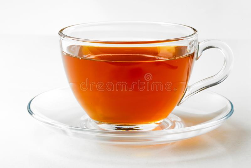 Englischer schwarzer Tee lokalisiert auf dem weißen Hintergrund lizenzfreies stockfoto