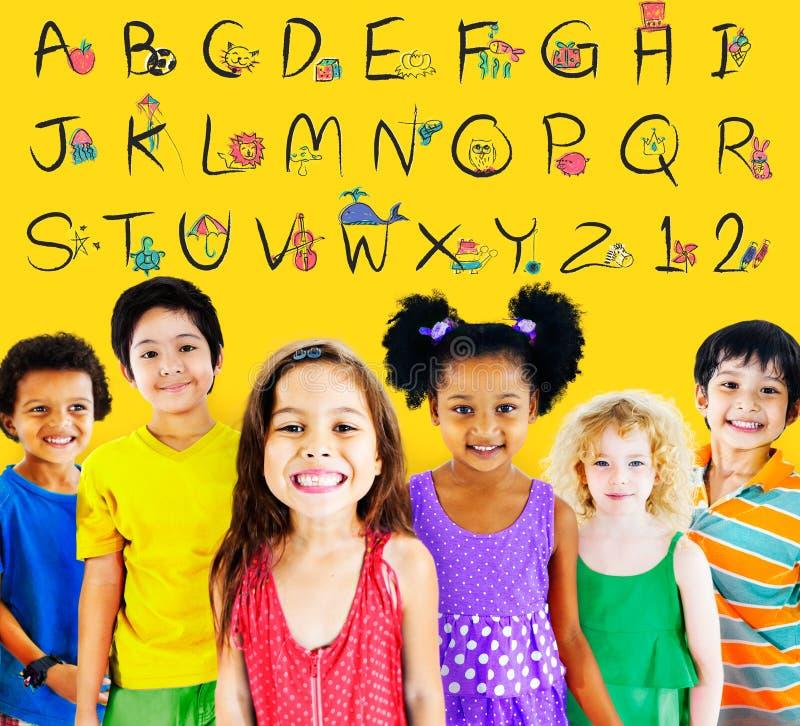 Englisches Alphabet beschriftet Zahl-Bildungs-Konzept stockfotos