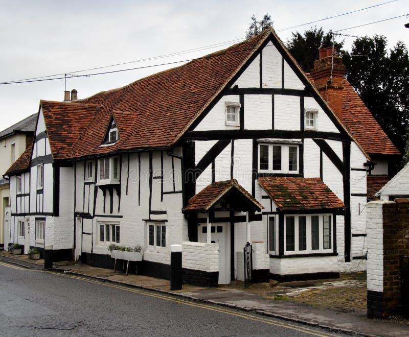 Englisches Dorf-Häuschen stockfoto