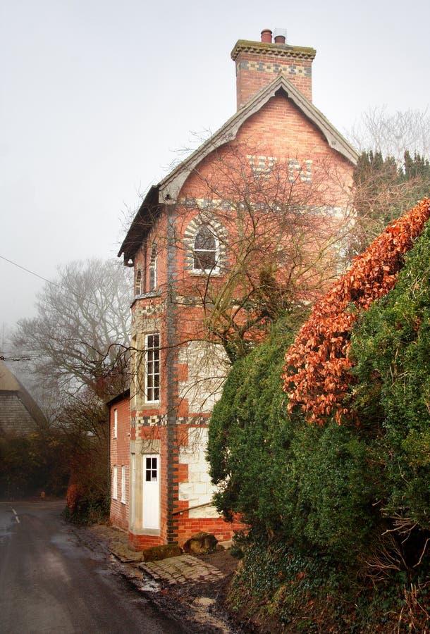 Englisches Dorf-Haus stockfotografie