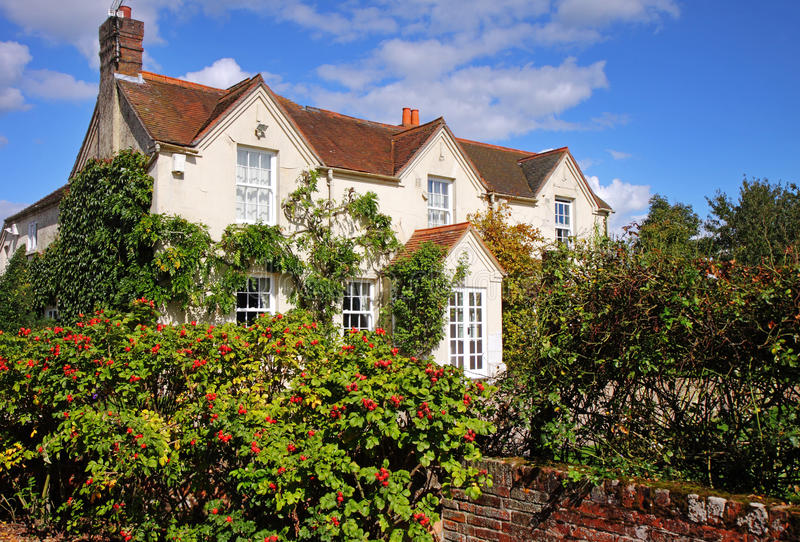 Englisches landwirtschaftliches Haus und Garten lizenzfreie stockbilder