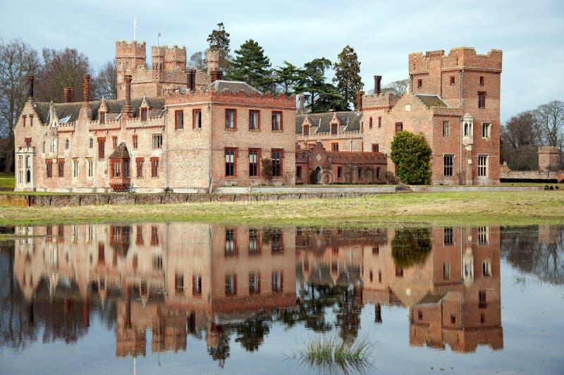Englisches mittelalterliches Schloss lizenzfreie stockfotografie