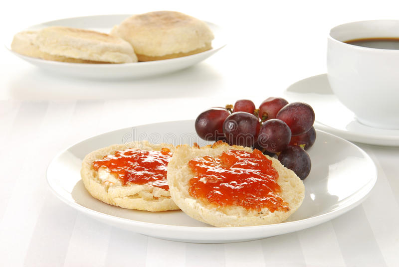 Englisches Muffin und Kaffee lizenzfreies stockfoto