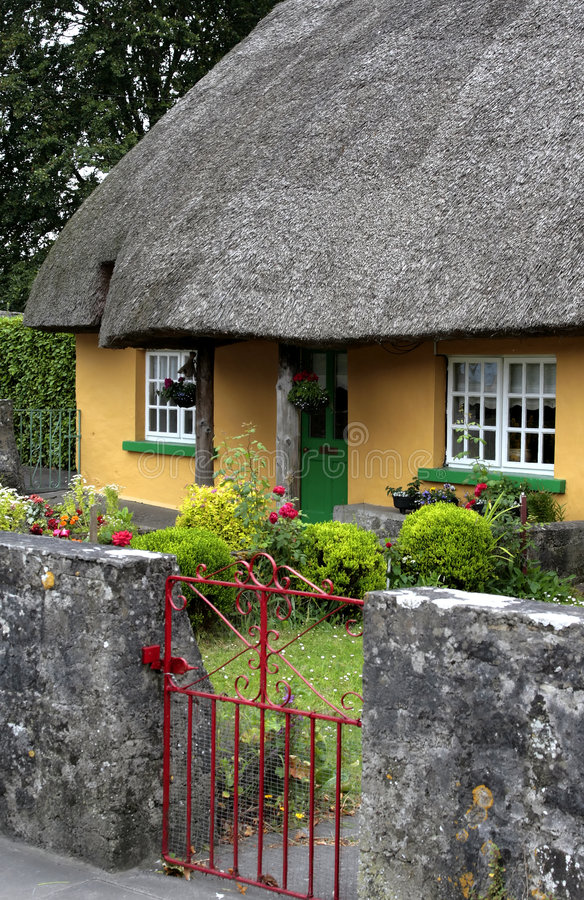 Download English Cottage stock image. Image of entrance, yellow - 3974937