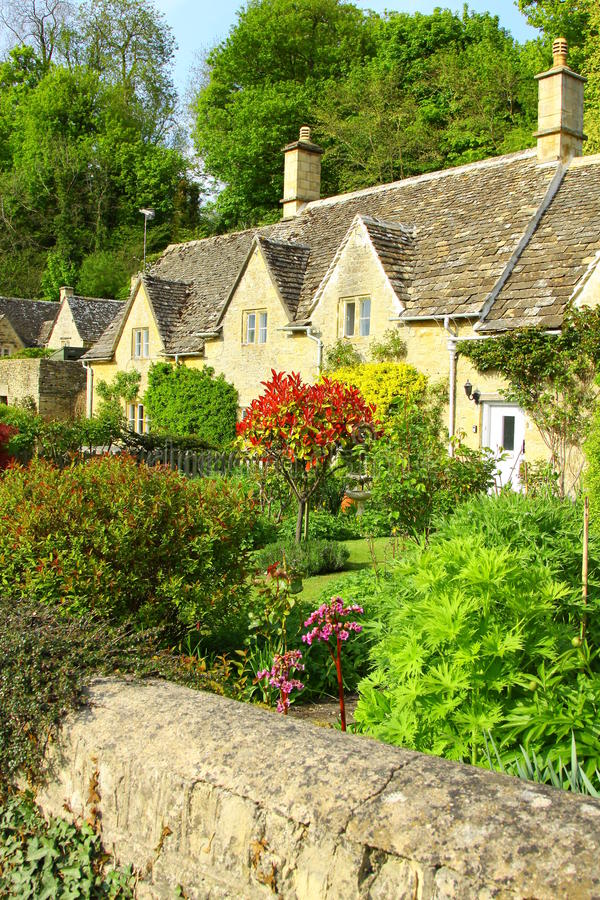 Download English Country Garden The Coltswolds, England Stock Image - Image: 15007187