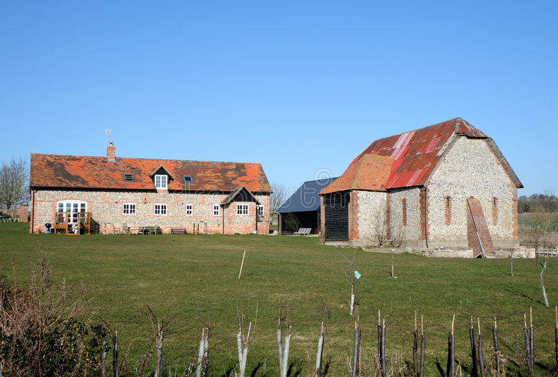 English Rural Farmhouse And Barn Stock Photo