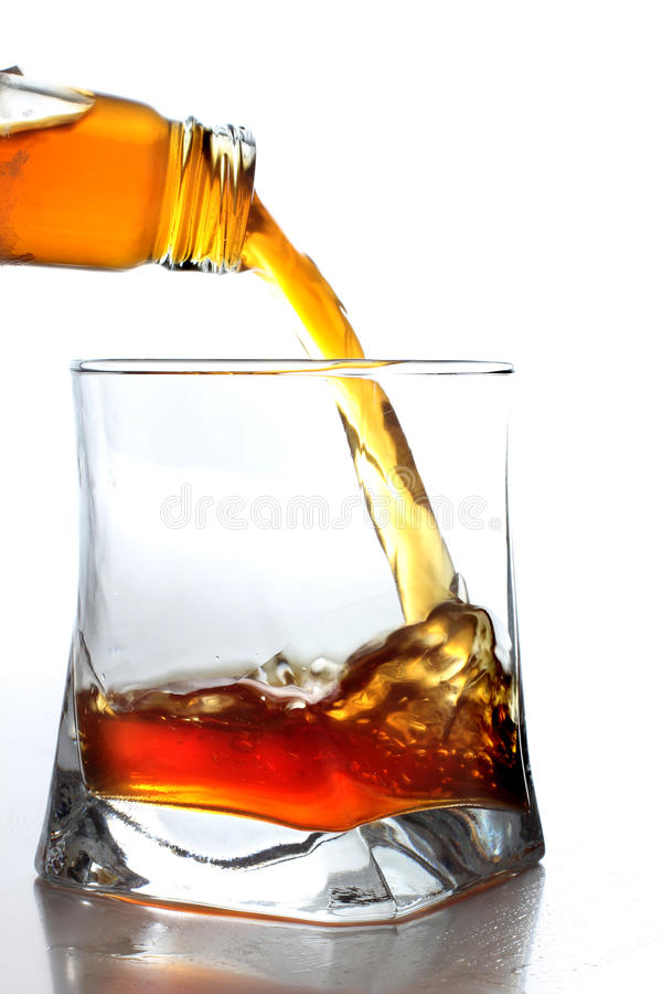 Engpass und Whisky lizenzfreie stockbilder