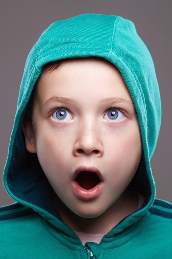 Engraçada criança face. garotinho surpreso imagens de stock royalty free