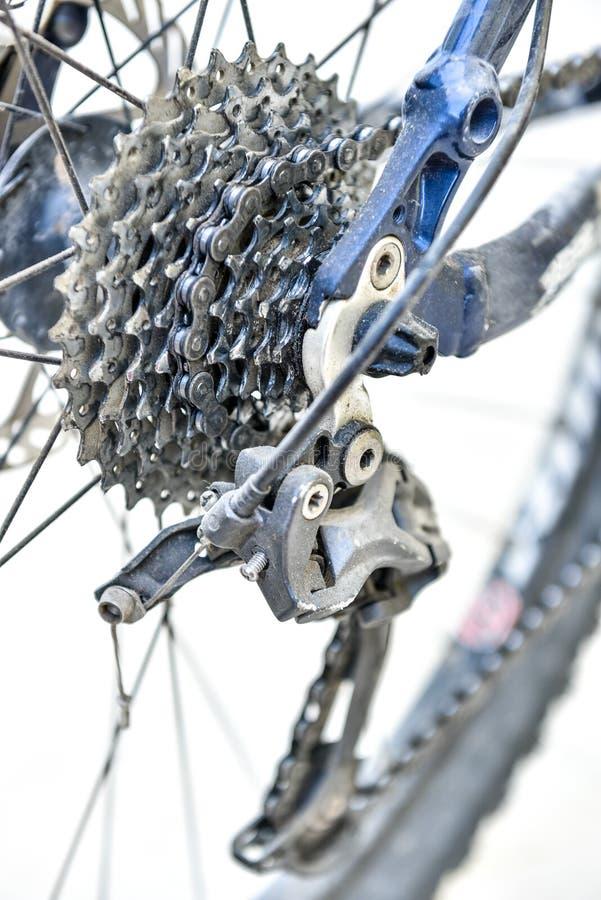Engranajes de la bicicleta y derailleur trasero imagenes de archivo