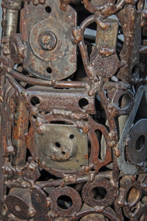 Engranajes mecánicos viejos, llevados, ásperos hechos del metal oxidado Minimalismo del diseño Composición del hierro foto de archivo libre de regalías