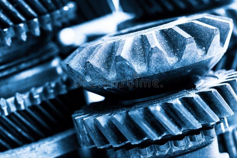 Engranajes, ruedas dentadas del grunge, primer real de los elementos del motor Industria pesada foto de archivo libre de regalías