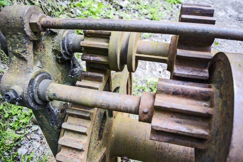 Engranajes viejos del mecanismo fotografía de archivo
