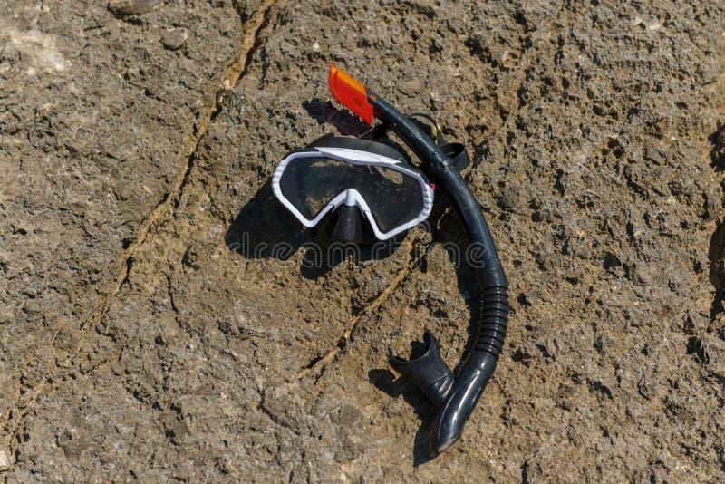Engrenagem de mergulho na praia fotografia de stock royalty free