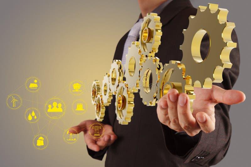 Engrenagem dourada da mostra da mão do homem de negócios ao sucesso como o conceito da indústria ilustração royalty free