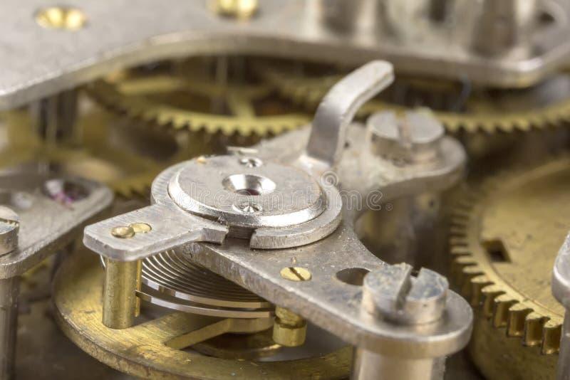 Engrenagens do maquinismo de relojoaria para dentro foto de stock