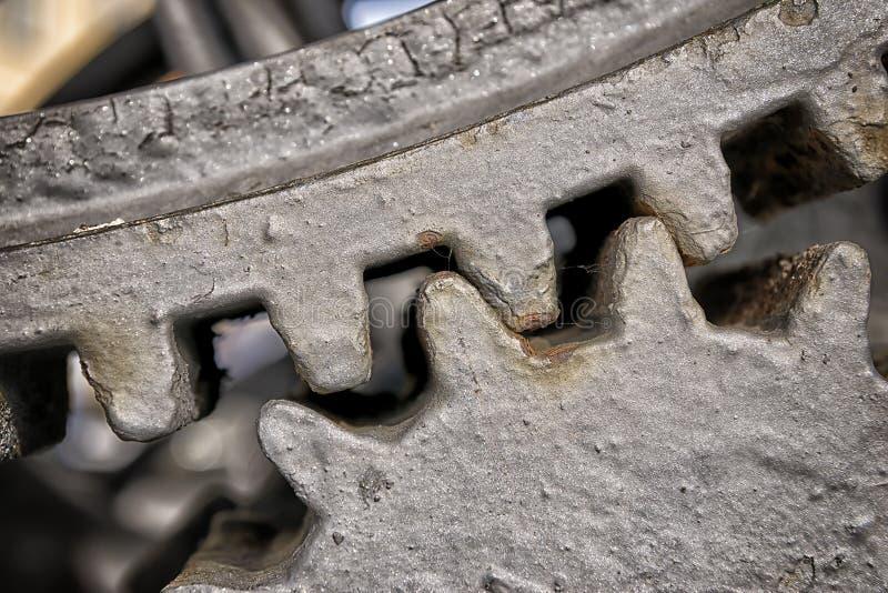 Engrenagens do metal do close up fotos de stock