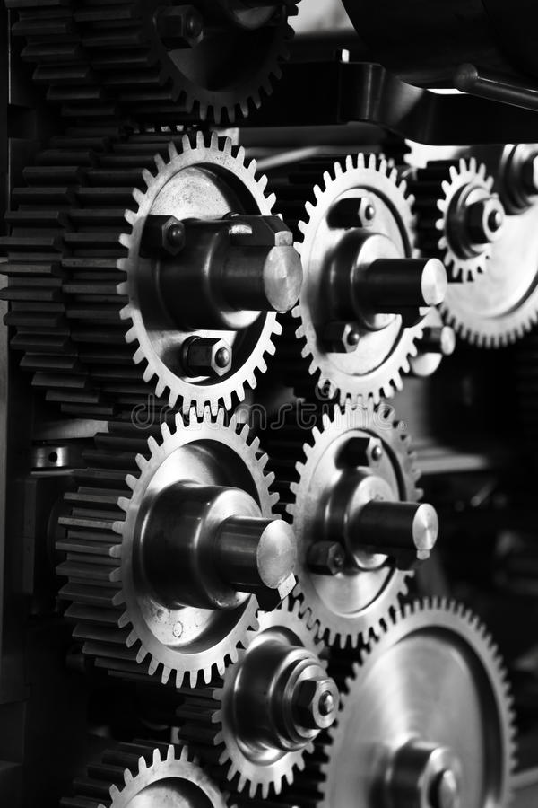 Engrenagens e rodas denteadas - grunge do noir fotografia de stock royalty free