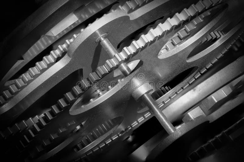 Engrenagens e rodas denteadas - grunge do noir imagem de stock