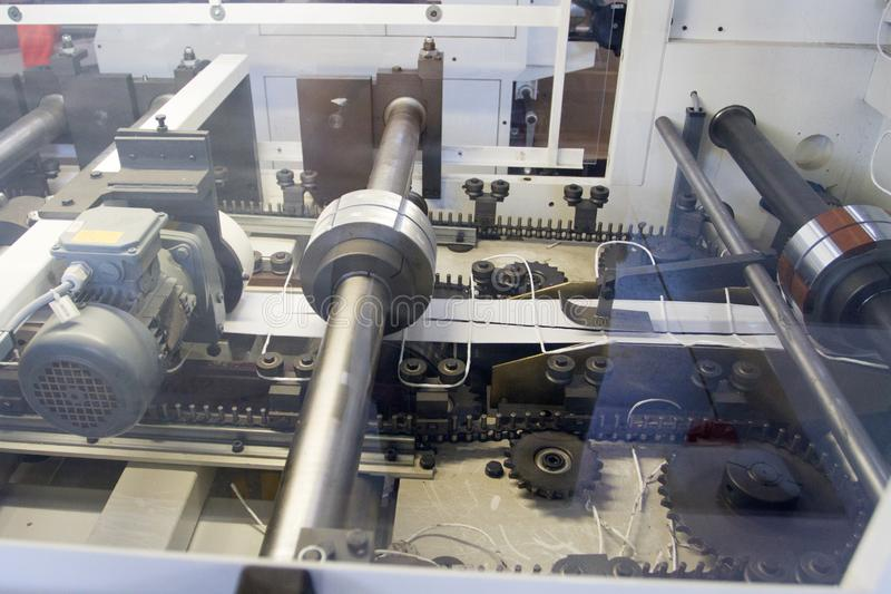 Engrenagens na máquina na fábrica imagem de stock royalty free