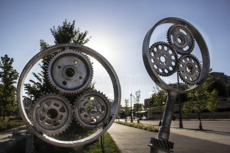 Engrenagens velhas do metal no parque do beira-rio de Smale em Cincinnati Ohio imagens de stock royalty free