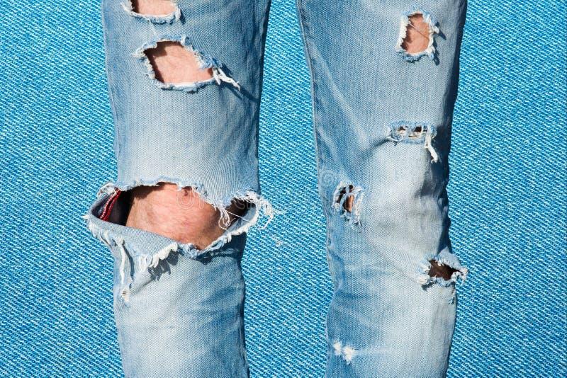 Enhet i mångfald Manliga ben i perforerade blått j royaltyfri bild
