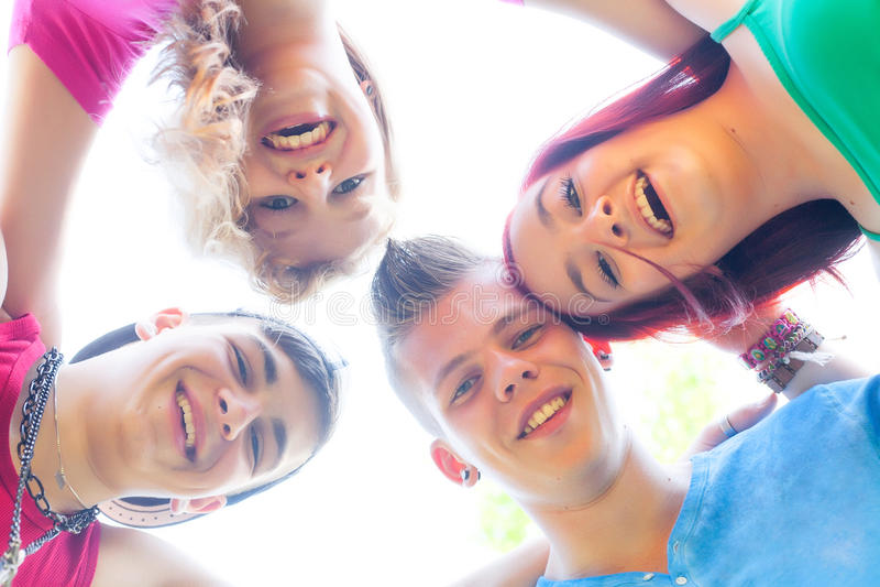 Enhetgrupp av tonåringar royaltyfri foto